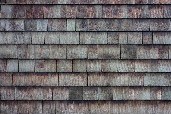 Comment réparer les bardeaux du toit d'un bâtiment ?