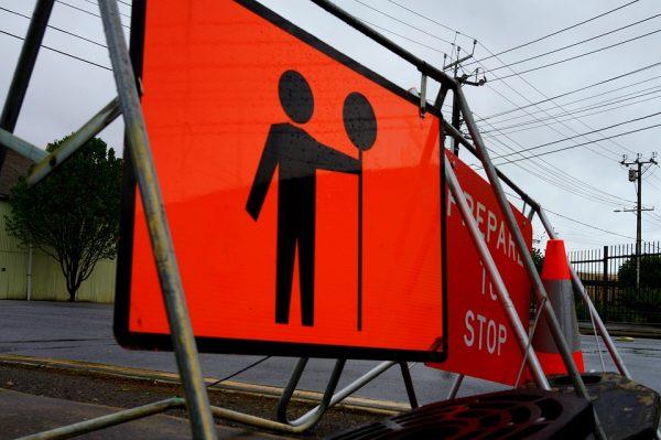 La sécurité par des signalisations dans la zone de travail